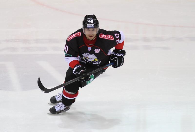 Челябинский Трактор на своём льду обыграл хабаровский Амур со счётом 6:4.