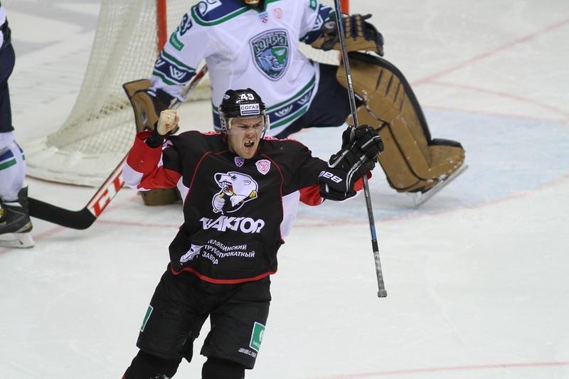 Челябинский Трактор обыграл Югру из Ханты-Мансийска в первом матче 2015-го года.