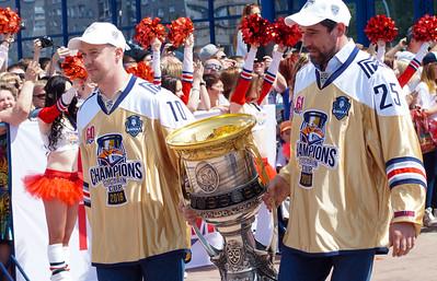 """Магнитогорский """"Металлург"""" выиграл в этом сезоне главный трофей Континентальной хоккейной лиги - Кубок Гагарина. 27 мая 2016 года в Магнитогорске прошла церемония чествования чемпионов прошедшего сезона"""