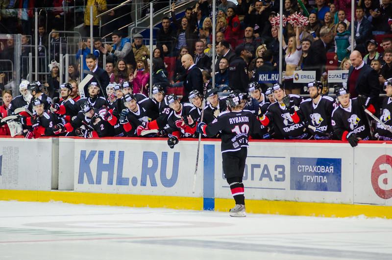 Челябинский Трактор выиграл по буллитам со счётом 2:1 у Адмирала из Владивостока и прервал серию из пяти поражений подряд.