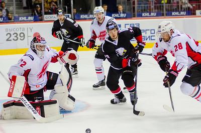 Челябинский Трактор проиграл омскому Авангарду на своём льду в третьем матче нового сезона.