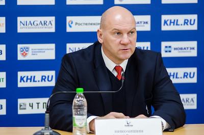 Главный тренер челябинского Трактора Андрей Николишин и главный тренер омского