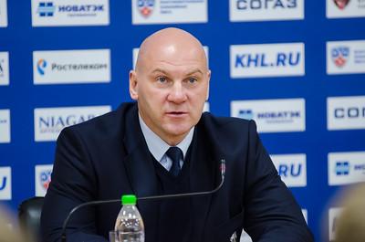 Главный тренер челябинского Трактора Андрей Николишин и старший тренер екатеринбургского