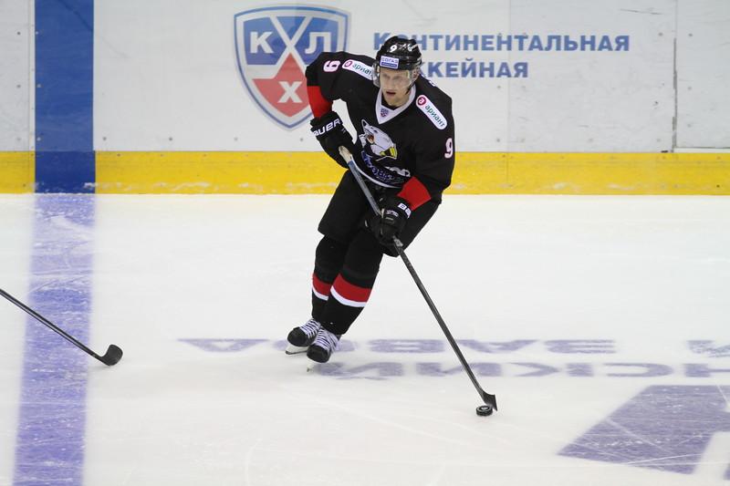 Тольяттинская Лада у себя дома обыграла челябинский Трактор со счётом 4:2  в матче Континентальной хоккейной лиги.