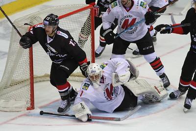 Челябинский Трактор проиграл новокузнецкому Металлургу со счётом 2:3 на своём льду. Команда Андрея Николишина проиграла пятый матч подряд.