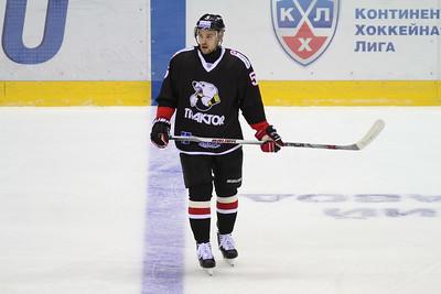 Казанский Ак Барс обыграл челябинский Трактор на своём льду со счётом 5:1.