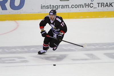 Челябинский Трактор выиграл в Новокузнецке у местного Металлурга со счётом 3:2.