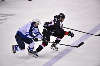 Челябинский Трактор выиграл по буллитам у нижнекамского Нефтехимика в матче Континентальной хоккейной лиги.