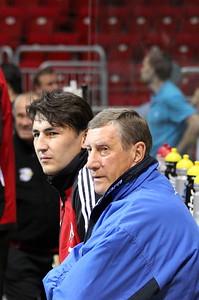 Равиль Гусманов и Валерий Белоусов следят за раскаткой соперников