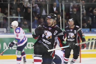 Известный в прошлом хоккеист Виталий Ячменёв стал ассистентом главного тренера челябинского Трактора.