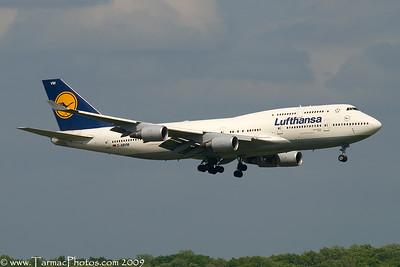 LufthansaBoeing747430DABVM_27