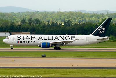 UnitedAirlinesBoeing767322N653UA_34