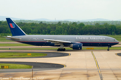UnitedAirlinesBoeing777222N229UA_17