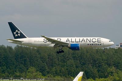 UnitedAirlinesBoeing777222N218UA_28
