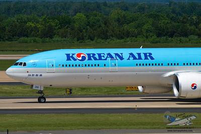 KoreanAirBoeing7773B5ERHL8210_22