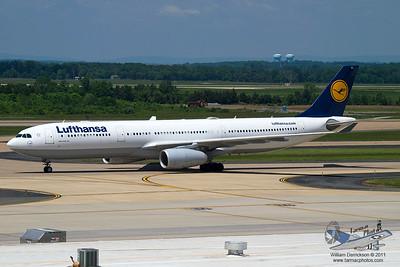 LufthansaAirbusA330343XDAIKI_17