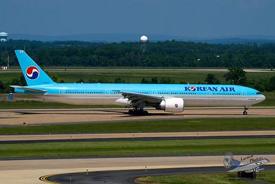 KoreanAirBoeing7773B5ERHL8210_23