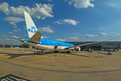 KLM Royal Dutch Airlines Boeing 787-9 Dreamliner PH-BHF 7-11-18