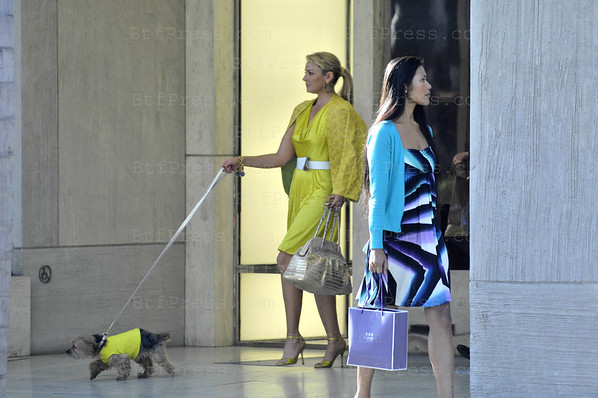 Kim Cattrall is wearing Gucci fashion during the movie set SEX AND THE CITY on Rodeo Drive in Beverly Hills California.