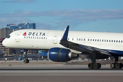Delta Air Lines Boeing 757-232 N662DN 12-26-14