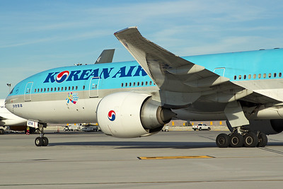 Korean Air Boeing 777-3B5ER HL8274 10-31-16 2