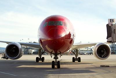 Norwegian Boeing 787-9 G-CIXO 10-31-16 5