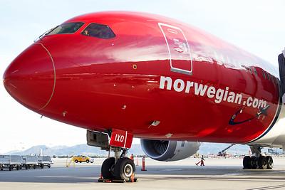 Norwegian Boeing 787-9 G-CIXO 10-31-16 7