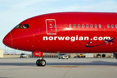 Norwegian Boeing 787-9 G-CIXO 10-31-16 3
