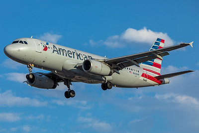 American Airlines Airbus A320-232 N668AW 6-24-17