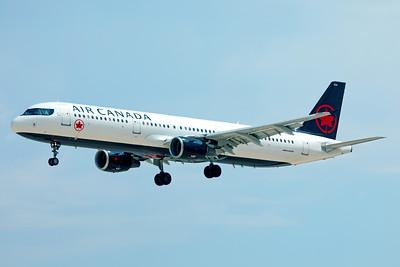 Air Canada Airbus A321-211 C-GIUE 7-11-17