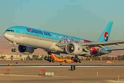 Korean Airlines Boeing 777-3B5(ER) HL8250 12-28-17