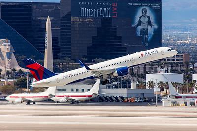 Delta Airlines Boeing 757-232 N667DN 3-11-18