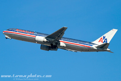 AmericanAirlinesBoeing767323N351AA_14