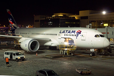 LATAM Airlines Boeing 787-8 CC-BBE 11-2-16
