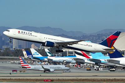 Delta Air Lines Boeing 767-432(ER) N837MH 11-2-16