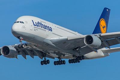 Lufthansa Airbus A380-841 D-AIMH 12-18-17