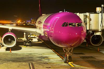 WOW Air Airbus A330-343 TF-WOW 4-25-17