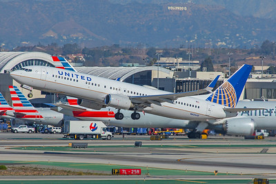 United Airlines Boeing 737-924(ER) N45440 12-18-17