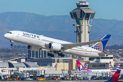 United Airlines Boeing 787-9 N26970 12-18-17