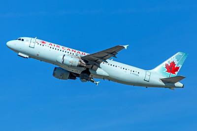 Air Canada Airbus A320-211 C-FDQQ 12-18-17