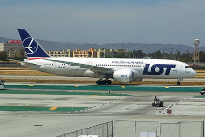 LOT Polish Airlines Boeing 787-8 SP-LRF 4-25-17