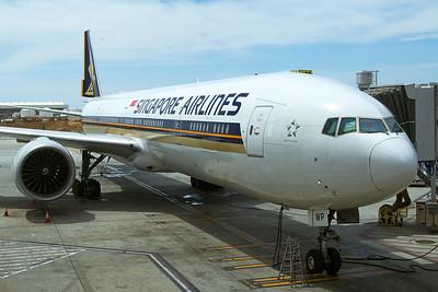 Singapore Airlines Boeing 777-312ER 9V-SWP 4-25-17