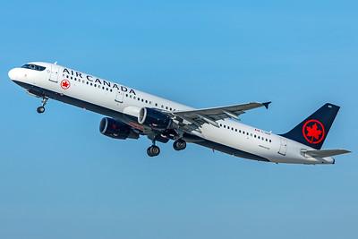 Air Canada Airbus A321-211 C-GIUF 2-9-18