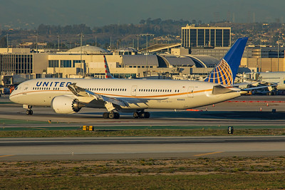 United Airlines Boeing 787-9 N35953 1-31-18