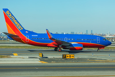 Southwest Airlines Boeing 737-7H4 N298WN 11-29-17
