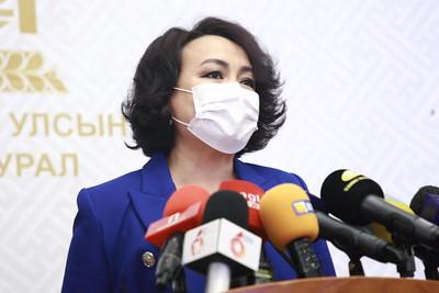 2021 оны гуравдугаар сарын 23. Улс төрийн албан тушаалтан ''гүтгэх'' заалтаар сэтгүүлчдэд гомдол гаргахыг хориглох хуулийн төслийн талаар мэдээлэл хийлээ. ГЭРЭЛ ЗУРГИЙГ Д.ЗАНДАНБАТ/MPA