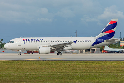 LATAM Airlines Airbus A320-214 CC-BAS 11-28-17 2
