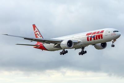 LATAM Airlines Boeing 777-32W(ER) PT-MUI 11-28-17