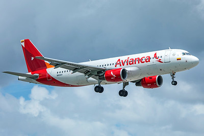 Avianca Airbus A320-214 N411AV 9-4-18