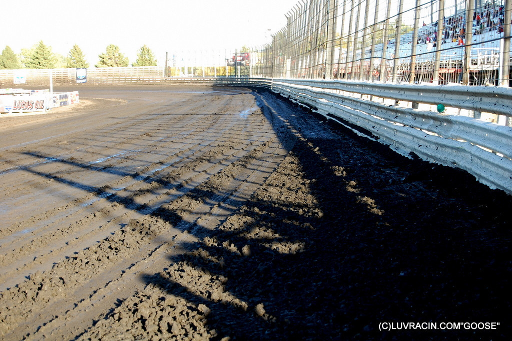 THE DIRT KNOXVILLE RACEWAY FRONT STRETCH